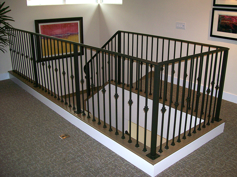 Metal works railings hci railing systems for Inside balcony railing