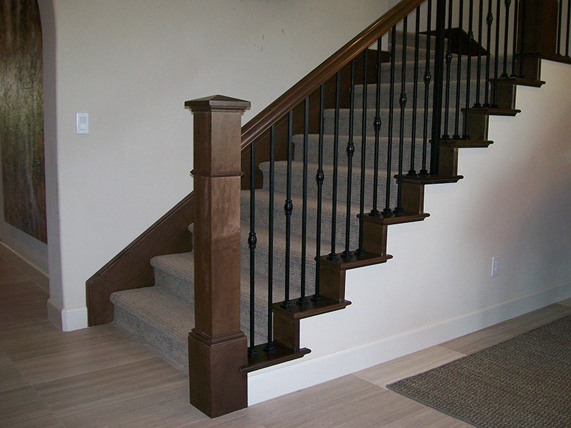 Round Knuckles With Box Newel