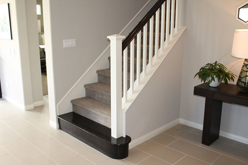 Box newel post with full starting step