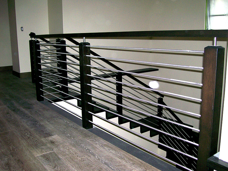 Stainless Bar And Lifted Top Rail